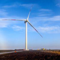 Concluye montaje de los tres aerogeneradores del nuevo parque eólico en Magallanes