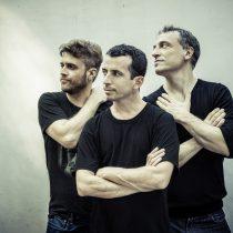 Vuelve a Chile la banda Aca Seca Trío, ícono del actual folcor fusión latinoamericano de Argentina