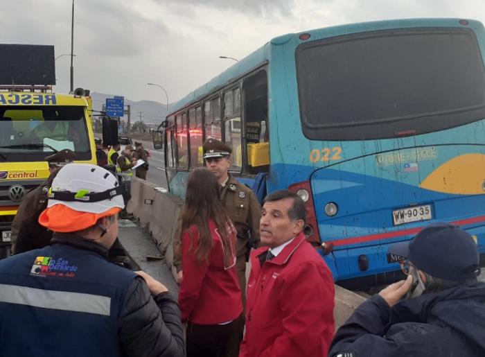 Accidente de bus dejó dos personas fallecidas en Lo Espejo