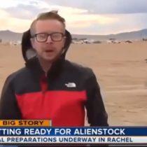 Cientos de personas llegaron al Área 51 en busca de extraterrestres: uno pasó frente a las cámaras corriendo como