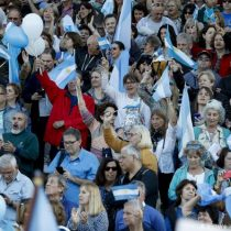 Macri se lanza a una maratónica gira electoral para remontar los resultados de las primarias