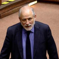 Carlos Montes anuncia que no repostulará al Senado y critica a La Moneda: