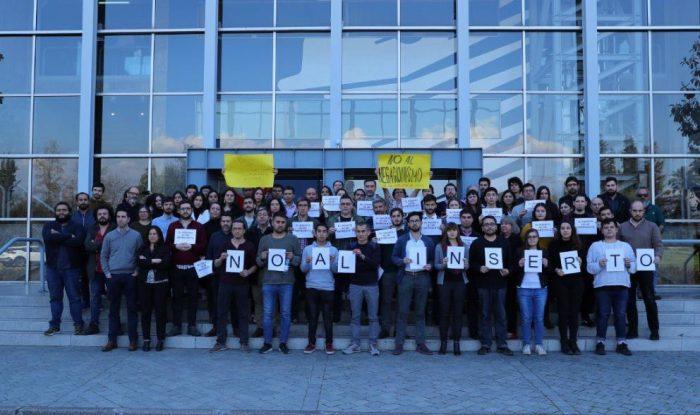 Mea culpa mercurial: diario publica la foto de la protesta de sus periodistas contra el polémico inserto
