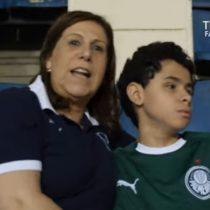La conmovedora historia de madre que relata los partidos a hijo no vidente es nominada por la FIFA a los premios