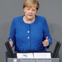 Angela Merkel condena ofensiva turca ante Parlamento alemán