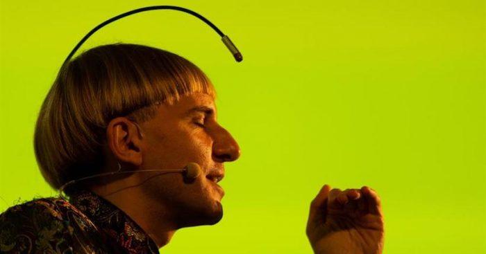 """El primer cíborg del mundo defiende """"el derecho a diseñarse como especie"""""""