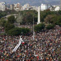 Coloquio: ¿Qué le pasa a Chile? en Instituto de Estudios de la Sociedad