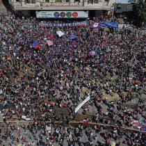 Movilización nacional no baja de intensidad: masiva concentración en Plaza Italia y regiones marcan séptima jornada de protestas