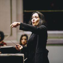 Destacada directora Alejandra Urrutia se pondrá al frente de la Orquesta Clásica de la Universidad de Santiago
