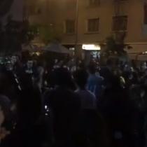 Masivo cacerolazo en distintos lugares de la ciudad para protestar por el alza del pasaje en el Metro de Santiago