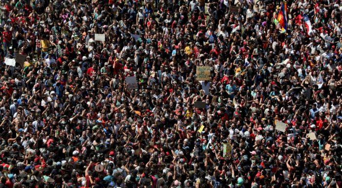 Multitudinarias marchas en distintas ciudades de Chile marcan una nueva jornada de Paro Nacional