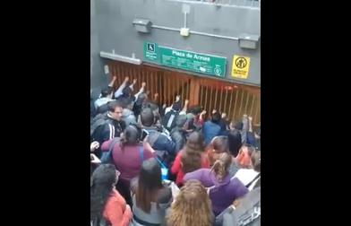 Nueva jornada de evasión masiva se tomó la estación Plaza de Armas