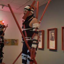 Instalación del artista Mario Soro:sangre y salitre del país mutilado