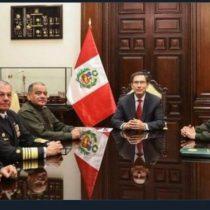 Alta tensión en Perú: Jefes militares dan respaldo al presidente Martín Vizcarra tras disolución del Congreso