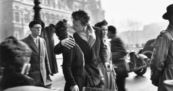"""Muestra """"La belleza de lo cotidiano"""", llegan a Chile las fotografías del autor de El beso del Hotel de Ville"""