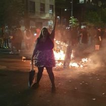 """""""Piñera me empelota"""": la artista visual, Rocío Hormazábal, se desnuda como expresión de protesta"""