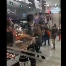 Volvieron las protestas al Metro: estudiantes se manifiestan en los torniquetes de la estación Inés de Suárez