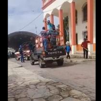 Amarran y arrastran con una camioneta a alcalde mexicano para exigir que cumpla sus promesas de campaña
