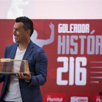 Paredes recibe homenaje de la ANFP como máximo goleador histórico del fútbol chileno