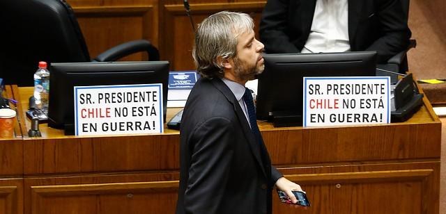 Ante la crisis social senadores aprueban rápidamente ley de rebaja de pasajes del Metro