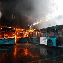 La quema de los buses de Transantiago en pleno estado de emergencia