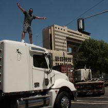 """""""No + AFP y """"No + TAG"""": camioneros llegan en caravana al Congreso para manifestarse"""