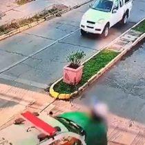 Furgón de Carabineros atropella a mujer que estaba cruzando por paso de cebra