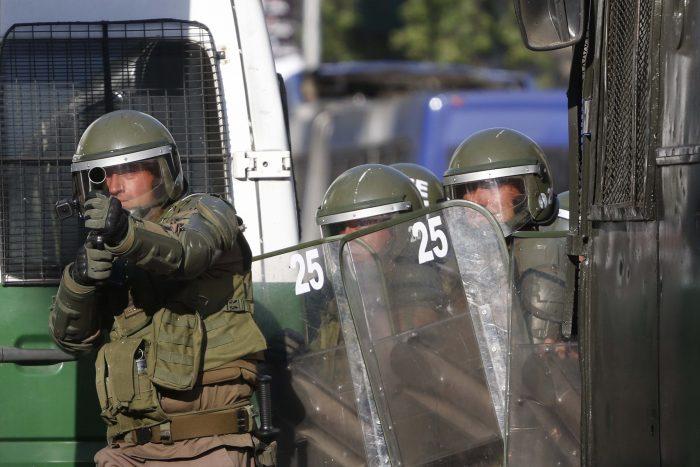 Revolución de la Chaucha 2019: Gobierno evade el fondo del conflicto, refuerza acción de Carabineros y aplica Ley de Seguridad