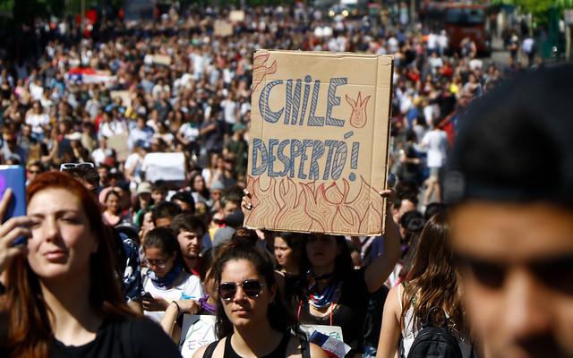 """Más de 300 cientistas políticos envían carta a Piñera: """"Es imperioso construir un vasto acuerdo"""""""