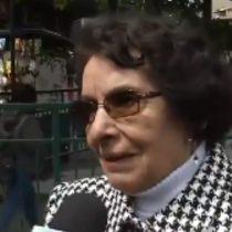 """El descargo de una mujer de 87 años contra Piñera: """"Cómo se le ocurre salir a una fiesta y dejar al pueblo ardiendo"""""""