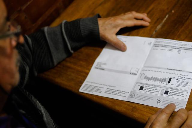 """""""Tiempos peores"""" para el bolsillo de los chilenos: cuentas de luz subirán 9,2% promedio"""