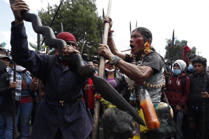 Cientos de guerreros indígenas de la Amazonía se unen a protestas en Quito