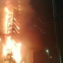 [ACTUALIZADA] Incendio afecta a edificio de Enel en el centro de Santiago: empresa asegura que fue intencional
