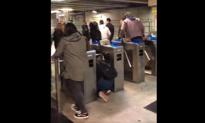 Porteños realizan evasión masiva en el Metro Valparaíso: Merval cerró sus puertas hasta nuevo aviso