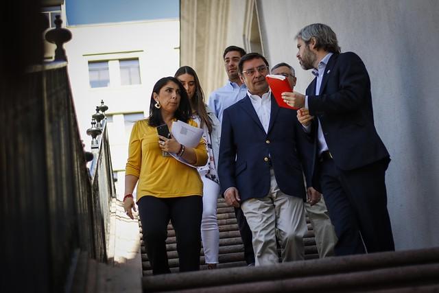 Guevara asume en la Intendencia Metropolitana y deja atrás sus críticas al manejo de La Moneda en la crisis