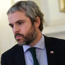 Gonzalo Blumel, el ministro del Interior que juega sin margen de acción