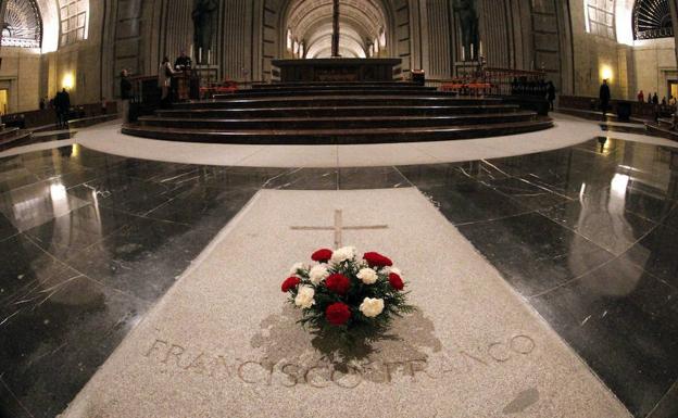 Gobierno español fija el 25 de octubre como día tope para exhumar a Franco