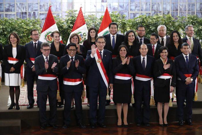 Nuevo gabinete de Perú cuenta con una economista de solo 34 años y un tenor disidente del fujimorismo