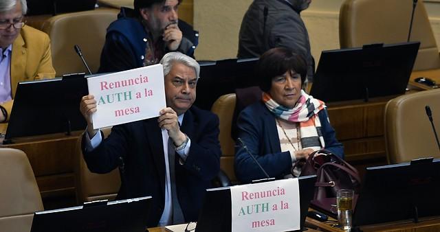 """Ataques en todas direcciones en el """"harakiri"""" de la oposición tras el fracaso de la acusación constitucional contra Marcela Cubillos"""