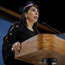 Karla Rubilar no se cierra a discutir una nueva Constitución, pero insiste en que la prioridad son los cabildos ciudadanos