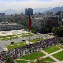 Marcha de trabajadores llegó frente a La Moneda en el marco del llamado a huelga general