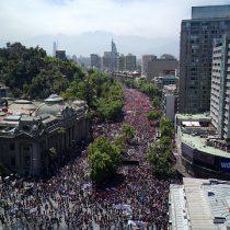 Multitudinaria marcha en Santiago y movilizaciones masivas en regiones marcan la sexta jornada del estallido social en Chile
