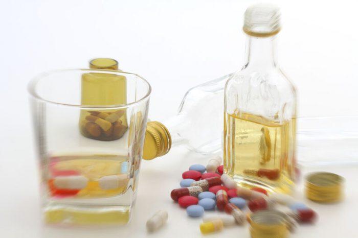 Advierten por qué los medicamentos para la alergia no deben mezclarse con alcohol