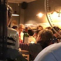 Mientras Santiago protesta, Sebastián Piñera fue a un restaurante de Vitacura para saludar a su nieto que estaba de cumpleaños