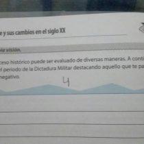 """Polémica por pregunta en libro escolar de Historia que pedía evaluar lo """"positivo"""" de la dictadura"""
