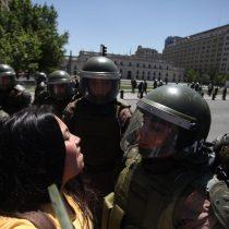 Sigue la protesta: la gente avanza por la Alameda tras concierto de la Sinfónica en Plaza Italia