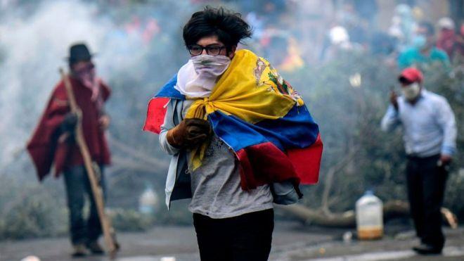 Lenín Moreno hace concesiones al paquete económico y asegura que violentas protestas son dirigidas por Correa y Maduro