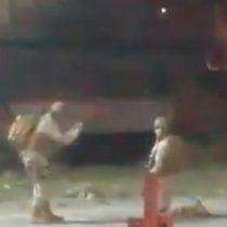 Mercado Crea de Talca es incendiado en pleno toque de queda y soldados se toman fotos