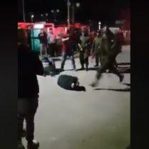Captan brutal agresión de carabinero a hombre en el suelo: Institución anunció sumario