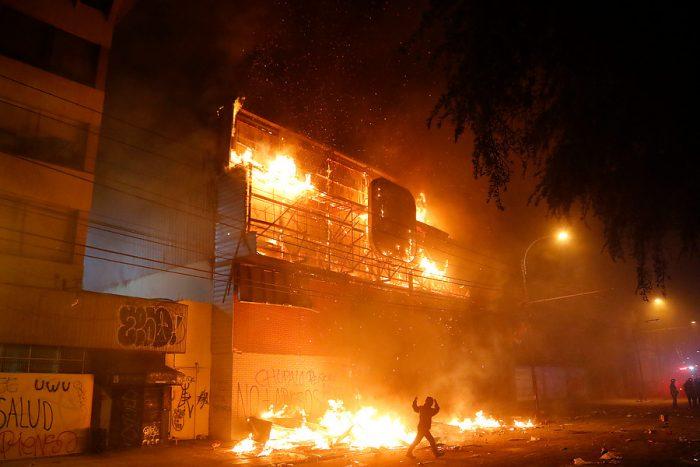 Octubre negro y en llamas: el terremoto social y político que azota a Chile